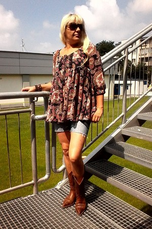 Atmosphere blouse - sancho boots - Amisu shorts