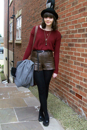 black bowler hat H&amp;M hat - dark brown leather River Island shorts