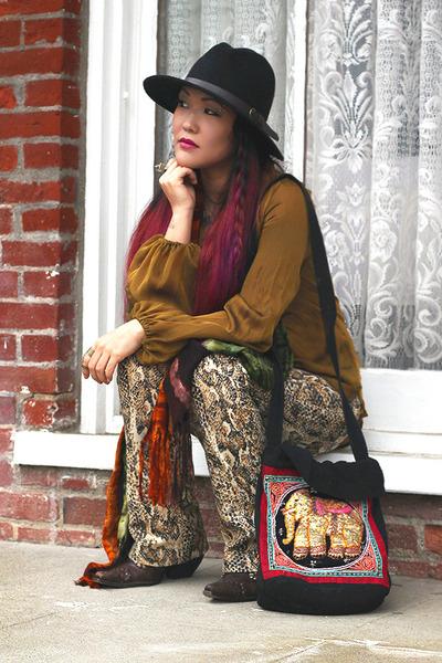 snakeprint vintage pants - thrifted boots - nastygal hat - vintage bag
