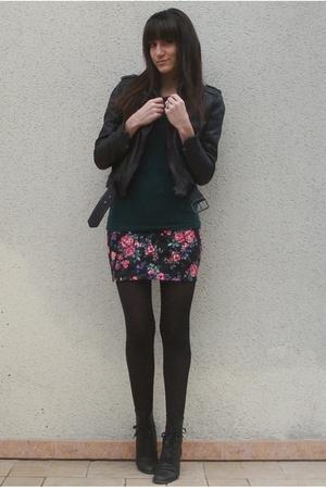 green f21 t-shirt - black UO skirt - black Zara jacket - black vintage boots