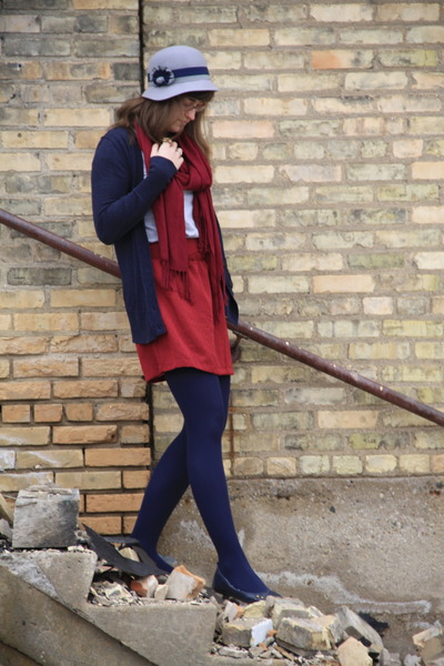 navy kimchi & blue hat - heather gray Meijer shirt - navy Target tights - navy Z