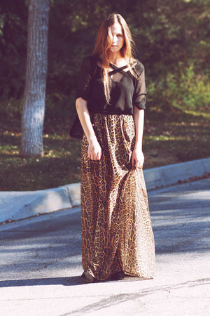 leopard print skirt - black blouse
