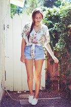 ivory floral print blouse - white shoes - light blue vintage Levis shorts