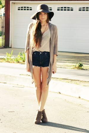 navy cut offs shorts - dark brown wool hat