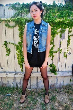 black Stussy shirt