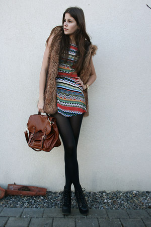 faux fur vest - cut out dress - brown bag