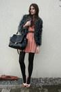 Salmon-dress-gray-faux-fur-coat-black-bag-light-pink-heels