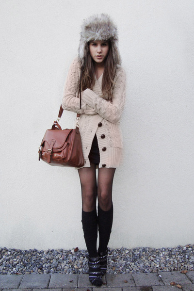 gray bag - black shoes - hat - black tights - black socks - beige cardigan