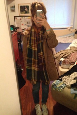 camel layer it pull&bear jacket - H&M jeans - dark green Max Mara scarf