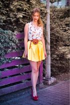 yellow River Island skirt - ivory bird printed Atmosphere shirt