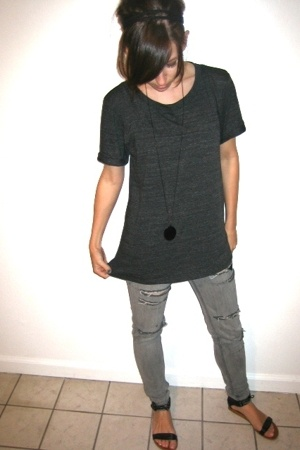 gray oversize Forever 21 t-shirt - black sandals Report shoes
