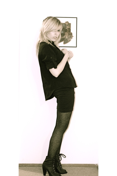 black shirt - black H&M shoes - black python tights
