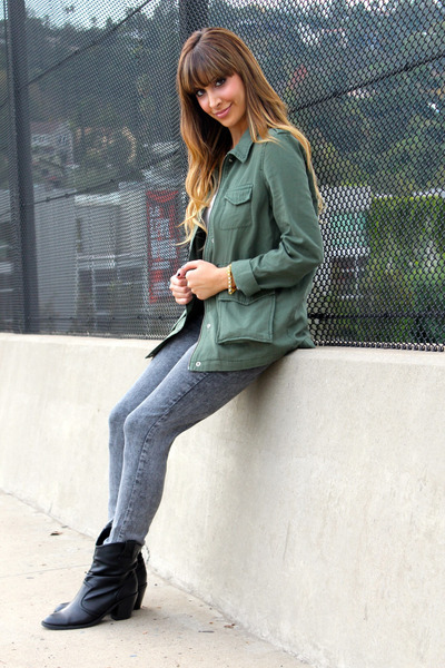 army green utility jacket Rubbish jacket - black booties Soda boots