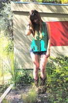 green chambray Lush top - dark brown cowboy Tony Lama boots