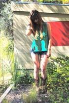 green chambray Lush top - dark brown cowboy Tony Lama boots