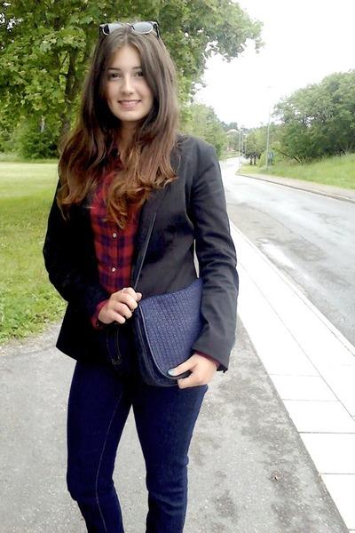 blue Cubus jeans - blue vintage purse - black lindex jacket - red H&M blouse - b