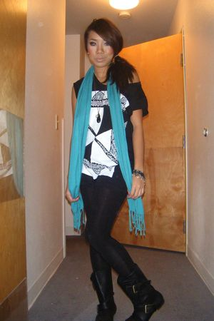 black leggings - black shoes - blue scarf - black top