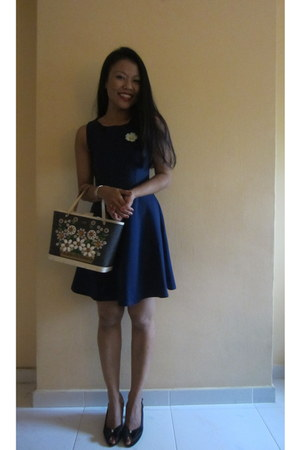navy Salvatore Ferragamo shoes - navy dress