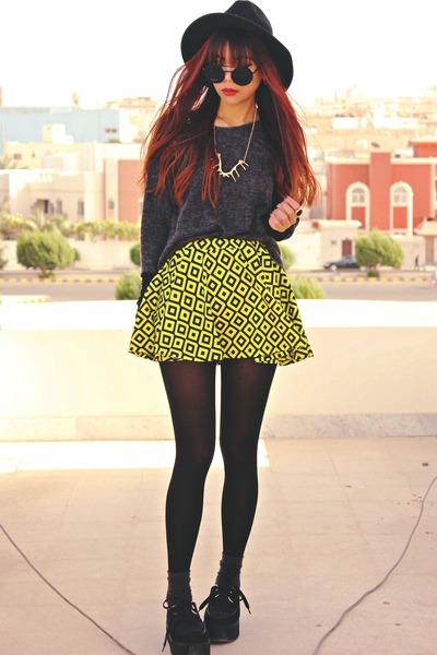 yellow rhombus pleated Romwecom skirt - black creepers choiescom shoes