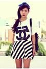 White-oversize-choiescom-t-shirt-black-stripes-romwecom-skirt