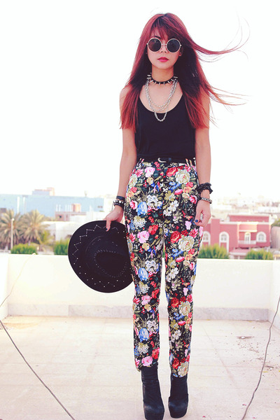 ruby red clothingloves pants