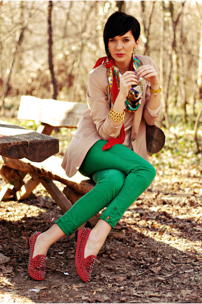 ruby red Oasapcom shoes - camel pull&bear blazer - green Zara pants