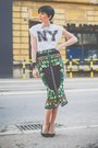 White-oviesse-t-shirt-green-chic-skirt-black-zara-sandals