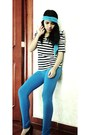 Comfortable-leggings-blue-accessories-striped-blouse-platforms-heels