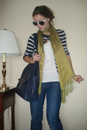 scarf - madewell sweater - sunglasses - 7 for all mankind jeans - Banna Republic