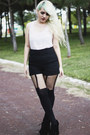 Black-fahrenheit-boots-black-suspender-house-of-holland-tights