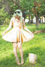 Nude-american-apparel-dress-gold-feather-zara-necklace