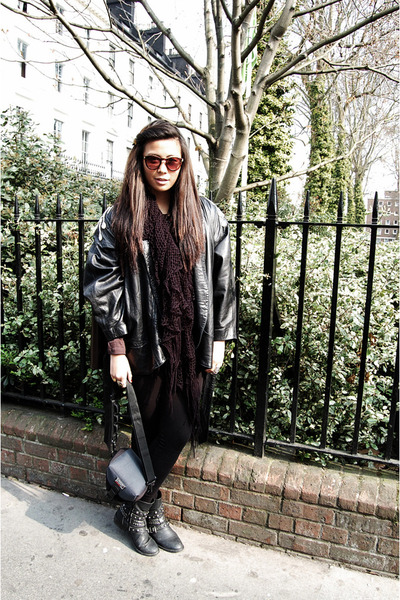 Wanted boots - leather vintage jacket - Primark leggings - Forever 21 scarf - Mo