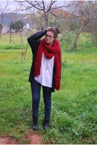 black scarf - blue leggings - red scarf - white t-shirt - black jacket - gold ac