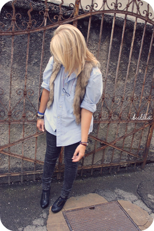 H&M shirt - brown vest - accessories - jeans - shoes