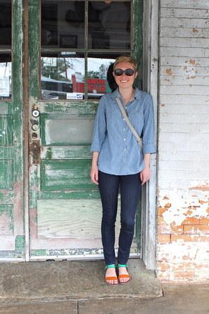 navy jeans - light blue shirt - heather gray bag - carrot orange sandals