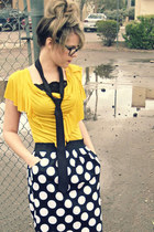 yellow Nordstrom top - black Ralph Lauren tie - black Nordstrom skirt - black No