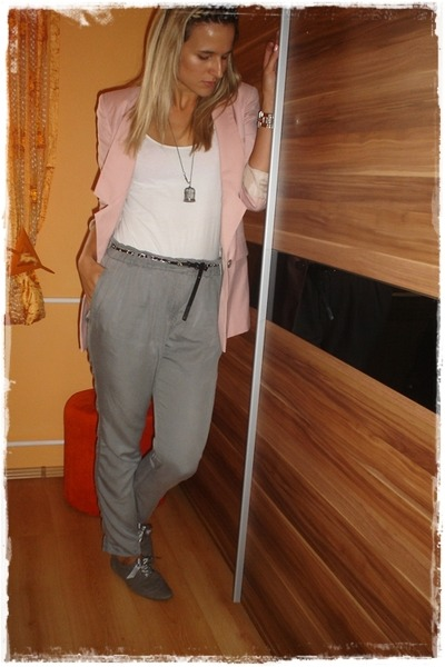 pink Vero Moda blazer - gray Mango pants - gray Deichmann shoes