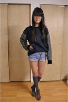 blue aritiza sweater - blue Levis shorts