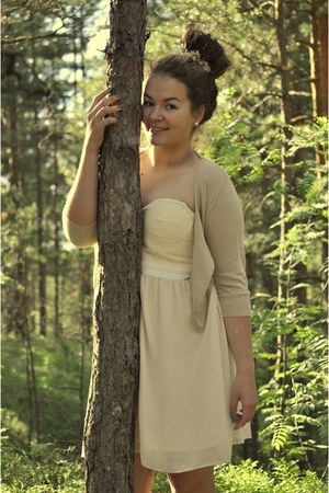 cream Bik Bok dress
