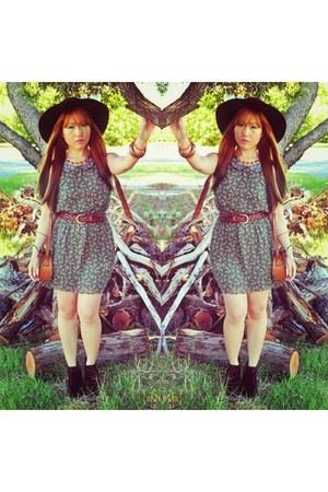 floppy love couture hat - velvet Shubar boots - floral print Crazy Dexter dress