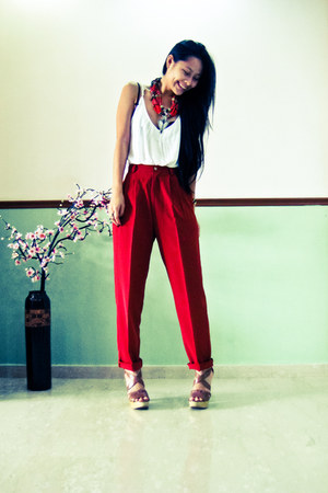 brown wedges wedges - ruby red Mango necklace - white Zara top