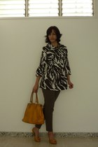 brown printed unknown brand coat - yellow leather luz da lua bag - brown cotton