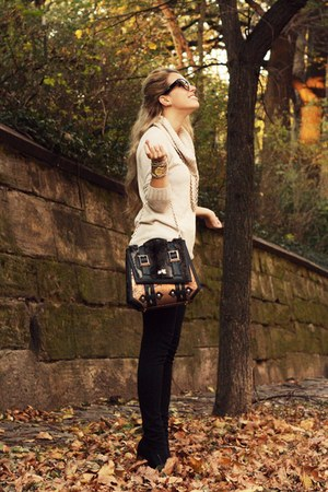 eggshell LA MADE CLOTHING sweater - black Gunas bag - black sarenza heels