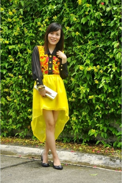 yellow mullet Bubbles skirt - gold clutch bag - black rubber Terra & Agua flats