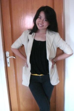 blazer - t-shirt - jeans - belt