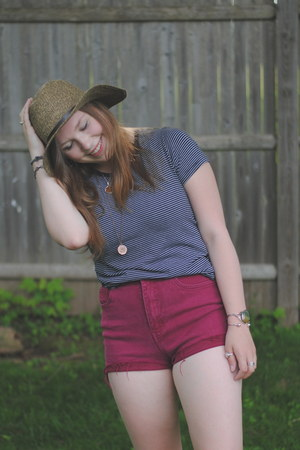 Urban Outfitters t-shirt - free people hat - thrifted shorts