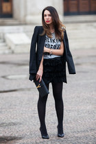 black fitted Zara blazer - black leather clutch Saint Laurent bag