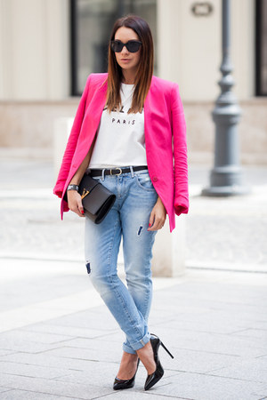 light blue boyfriend jeans Zara jeans - hot pink Zara blazer