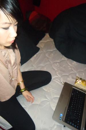 black citizens jeans - peach H&M shirt - gold Sisters vintage necklace necklace