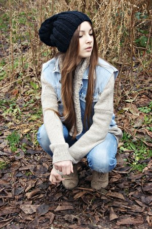 black second hand hat - sky blue Terranova jeans - beige second hand sweater